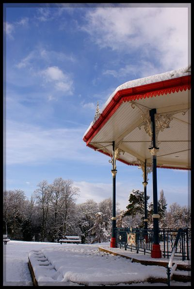 Snow bandstand