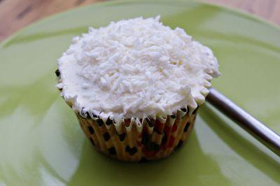 2011-04-16 - Hummingbird Coconut and Pineapple cupcakes