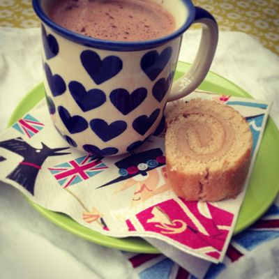 Hot choc and cake_sm