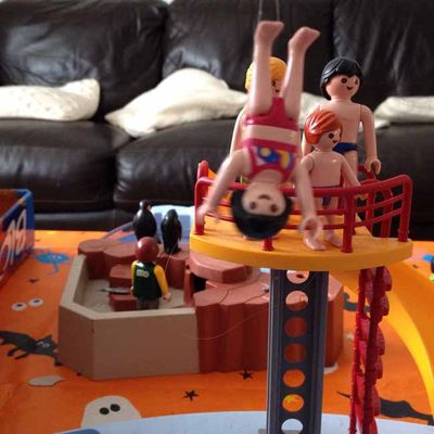 Playmobil diving practice photobombed_sm